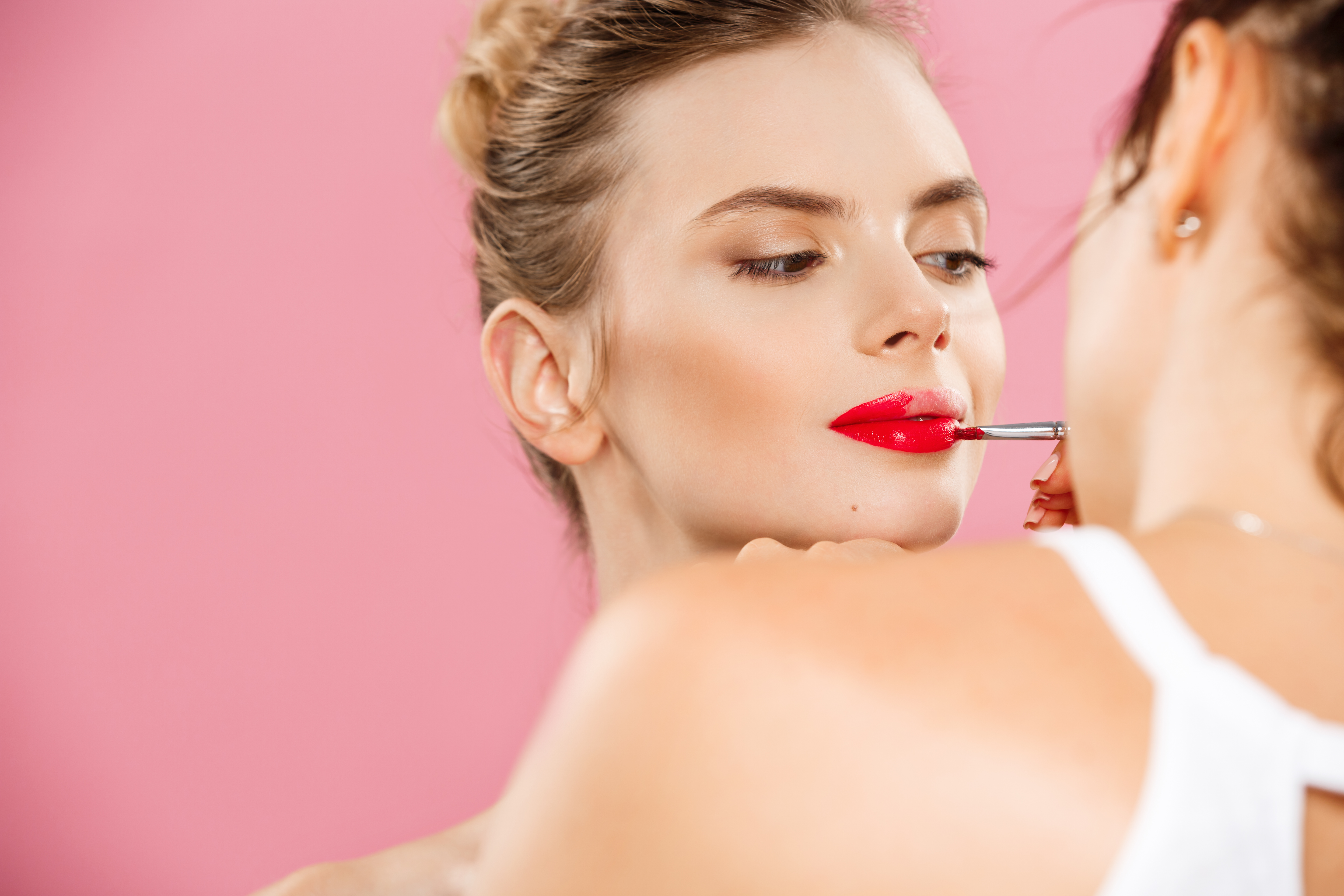 How to Become a Beautician?